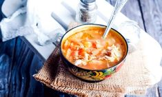 Recept na dnes: Ruská polievka šči vás zasýti ako žiadna iná, je plná mäsa a kapusty   Plnielanu.sk Cabbage Soup Recipes, Tomato Vegetable, Vegan Soup, Health And Nutrition, Cheeseburger Chowder, Spicy, Stuffed Peppers, Dishes, Cooking