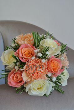 Coral bridesmaids bouquet Miss Piggy Rose
