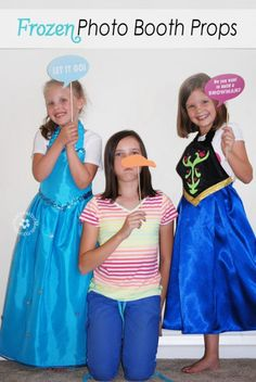 Frozen Photo Booth Props {Free Printables from OneCreativeMommy.com} #frozenparty