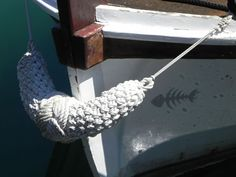 Ropes – taking an artistic view of nautical knotwork Yarn Twist, Rope Twist, Mooring Rope, Paracord Knots, Boat Projects, Boat Interior, Black Rope, Boat Stuff, Pontoon Boat