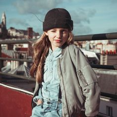 Série mode : Should I stay or should I go Should I Stay, Kids Fashion Photography, Kid Poses, Hair Beauty, Bomber Jacket, Jackets, Babies, Children, Water