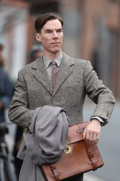 Here's the first picture of Benedict Cumberbatch as Alan Turing in The Imitation Game, and as gorgeous as ever!