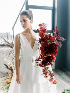 wedding bouquet flower names Wedding Flower Arrangements, Flower Bouquet Wedding, Burgundy Wedding Flowers, Vogue Wedding, Wedding Flower Inspiration, Wedding Vows, Wedding Rustic, Minimalist Wedding, Love