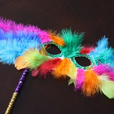 Mardi Gras Feather Mask Celebrate Mardi Gras this year with this colorful feathery mask for dressing up! This is a wonderful group activity too. The post Mardi Gras Feather Mask was featured on Fun Family Crafts. Paper Plate Masks, Paper Plates, Carnival Crafts, Paper Plate Crafts For Kids, Kids Crafts, Feather Mask, Pipe Cleaner Crafts, Pipe Cleaners, Mardi Gras Parade