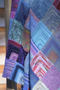 How To Knit A Mitred Square Blanket ~ wie man eine quadratische gehrungsdecke strickt ~ comment tricoter une couverture carrée à onglet Knitting Designs, Knitting Patterns Free, Knit Patterns, Free Knitting, Knitting Projects, Knitting Tutorials, Stitch Patterns, Knitting Squares, Knitting Stitches
