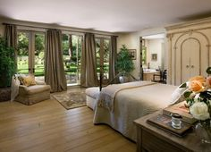love the windows in this bedroom and long drapes - looks so open