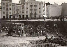 Construção da praça do Chile, Lisboa (1939, A.F.C.M.L.) Old Pictures, Old Photos, Antique Photos, Old City, Capital City, Back In The Day, Once Upon A Time, Time Travel, Chile