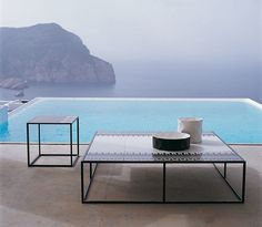 Small Table: CANASTA – Collection: B&B Italia Outdoor – Design: Patricia Urquiola