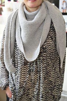 The Trendy châle en point mousse, voir Pure Laine pour suggestion de laine : Nebula