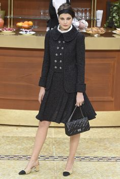 Chanel RTW Fall 2015. Love the cut - a nod to 1950's and 40's fashion!