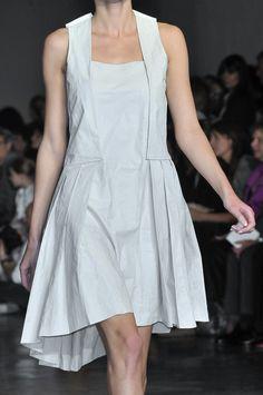Cacharel at Paris Fashion Week Spring 2010 - Details Runway Photos