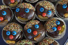 Nefis kakaolu cupcake nasıl yapılır ?Püf noktaları nelerdir? Kolay cupcake tarifleri için ziyaret edebilirsiniz. Cupcake nasıl süslenir? Doğum günü için