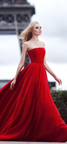 Yulia Prokhorova Capsule Collection Fall Winter 'Love in Paris' [red dress] Red Fashion, Fashion Beauty, Red Gowns, 2015 Wedding Dresses, Gala Dresses, Beautiful Gowns, Pretty Dresses, Lady In Red, Evening Dresses
