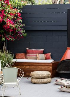 Black cinder block and wood slat fence. DIY patio seating Smitten Studio Gardenista