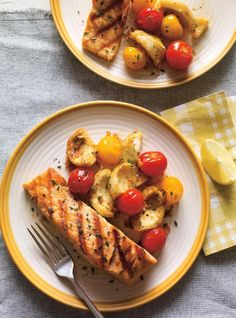 Grilled Salmon with Tomato Confit and Artichokes Salmon Recipes, Seafood Recipes, Seared Fish, Recipe Fo, Confort Food, Ricardo Recipe, Cozy Meals, Fennel Salad, Canadian Food