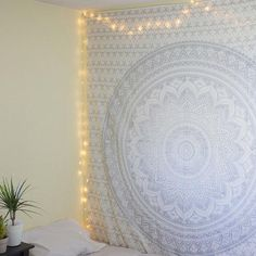 White Pattern Tapestry – Clarios