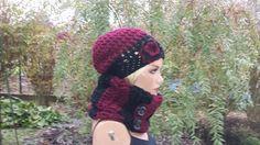 Romantisches Set Beanie und Loop schwarz-burgund von Konzis Wollwerkstatt auf DaWanda.com