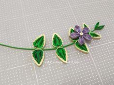 ツルニチニチソウの試作 Quilling Flowers, Paper Quilling, Paper Flowers, Quilling Techniques, Paper Frames, Greenery, Beautiful Flowers, Brooch, Create