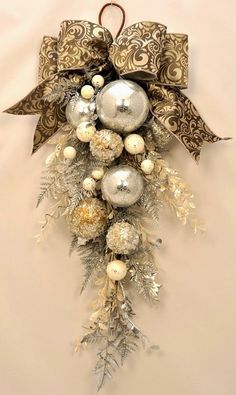Christmas wreaths for front door, swag christmas ornaments unique . Christmas wreaths for front door, swag christmas ornaments unique . Christmas Swags, Noel Christmas, Winter Christmas, All Things Christmas, Christmas Ornaments, Christmas Balls, Ornaments Ideas, Church Christmas Decorations, White Christmas Wreaths