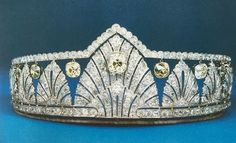 At long last a good clear photo of the art deco tiara once owned by Princess Alice, Countess of Athlone. Featuring thirteen diamond motifs, which look to be somewhere between a stylised palmette and an anthemion in shape, with diamond bands top and bottom; hanging from the top band are a series of yellow diamonds, and the top band is raised to accommodate the large central motif. Image courtesy of jlf.
