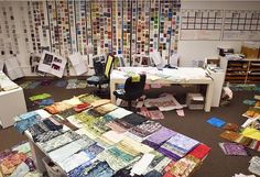 Hoffman picking new batiks for the May line #hoffmanbalibatiks #fabric #batiks #quilting #sewing #quilts