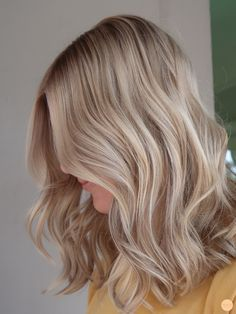 Blonde Hair Looks, Blonde Hair With Highlights, Brown Blonde Hair, Blonde Wig, Pretty Hairstyles, Wig Hairstyles, Blonde Lace Front Wigs, Balayage Ombré, Corte Y Color
