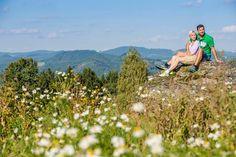 Den #Granit entdecken beim #Wandern im #Mühlviertel. Weitere Informationen zu #Wanderurlaub im Mühlviertel in #Österreich unter www.muehlviertel.at/wandern - ©Mühlviertel Marken GmbH/Erber Couple Photos, Couples, Bicycling, Granite Counters, Hiking, Branding, Couple Shots, Couple Photography, Couple