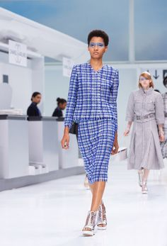 The looks of Spring-Summer 2016 Ready-to-wear collection on the CHANEL official website