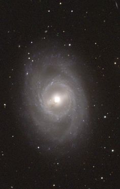 Messier 95 (NGC 3351) Galaxia espiral barrada en la constelación de Leo.