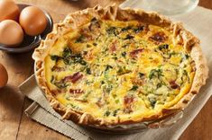 This Bacon and Spinach Quiche recipe can be served both hot or cold. Bacon, spinach and green onions are used as a means of enriching the standard quiche, while the hot pepper sauce and Worcestershire sauce add a bit of zest and flavor to the recipe. Egg Quiche, Cheese Quiche, Breakfast Quiche, Potato Frittata, Cheddar Cheese, Recipes Using Bacon, Cooking Recipes, Ube Recipes, Quiche Camembert