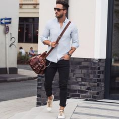 Simple Summer Fashion For Men Casual Look Men, Casual Business Look, Casual Wear, Mens Fashion Week, Mens Fashion Suits, Fashion Menswear, Men Looks, Rugged Style, T-shirt Und Jeans