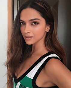Spending the day in Mexico with this amazing Indian beauty deepika padukone ❤. It's her birthday tod Daily Beauty Tips, Beauty Tips In Hindi, Beauty Hacks, Beauty Secrets, Beauty Products, Deepika Padukone Hair, Deepika Ranveer, Ranveer Singh, Aishwarya Rai