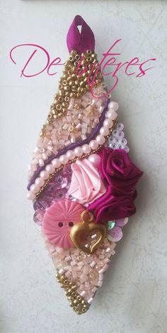 Оригинальные магниты ручной работы из бисера. Магнит- сувенир. #магнит#сувенир#подарок#праздник#украшение#розы#бусы#пайетки#бисер#пуговицы#розовый#красный#малиновый