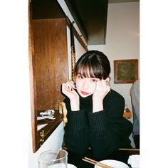 Aesthetic Japan, Retro Aesthetic, Aesthetic Photo, Aesthetic Girl, Aesthetic Pictures, 90s Grunge Hair, Street Portrait, Ulzzang Korean Girl, Foto Pose