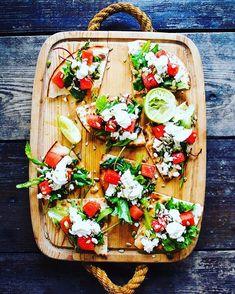 Tostadas, Bruschetta, Feta, Bakery, Table Decorations, Ethnic Recipes, Food Food, Dinner Table Decorations, Bakery Business