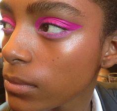 SARA - makeup option 1 - green or pink tones