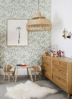 Three Birds Renovations – Bonnies Traumhaus – Kinderzimmer - Home Diy Projects Palm Wallpaper, Kids Room Wallpaper, Tropical Wallpaper, Neutral Wallpaper, Childrens Bedroom Wallpaper, Closet Wallpaper, Children Wallpaper, Girl Wallpaper, Three Birds Renovations