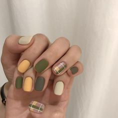 45 Gorgeous Nail Art Designs Ideas For Short Nails The nail art designs of today have come a long way from the one color application of the past. Nail Art Designs, Short Nail Designs, Nail Design For Short Nails, Green Nail Designs, Nails Design, Korean Nail Art, Korean Nails, Minimalist Nails, Nail Swag