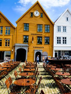 "breathtakingdestinations: ""Bergen - Norway (by Patrick BAUDUIN) "" Trondheim, Stavanger, Beautiful Buildings, Beautiful Places, Amazing Places, Norway Viking, Beautiful Norway, Lapland Finland, Alaska"
