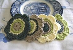 Set of 4 pcs Organic Cotton Crochet Flower by MotivesAndPatterns, $7.50
