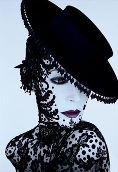 Serge Lutens Fashion Architect or Fragrance Genius Vogue Fashion, Fashion Art, Fashion Design, Weird Fashion, Yamaguchi, Black Mode, Black N White Images, Black And White, Pierrot Clown