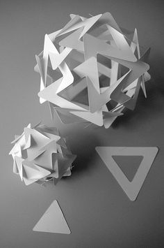 20 triangles for each model, a little twist over the original Triangle Slide-together. The smaller units are cut out from the larger units. Origami And Kirigami, Origami Paper Art, 3d Paper, Paper Toys, Triangle 3d, Architecture Origami, Origami Modular, Paper Structure, Diy And Crafts