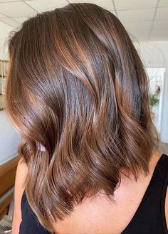Wanna make your lob cuts more cute and sexy with modern hair color in 2020? Just see here awesome brown lob hair cut styles worn by the beautiful female celebs around the world. Like blode and balayage hair colors, brown is also best option for ladies to consider in 2020. Lob Haircut, Lob Hairstyle, Hairstyles Haircuts, Stylish Hairstyles, Medium Hair Cuts, Medium Hair Styles, Long Hair Styles, Brown Lob Hair, Haircut Styles For Women
