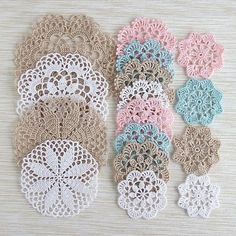 64 Mini Carpetas circulares en crochet (Patrones) Learn the rudiments of how to crocheting, at the v Mandala Au Crochet, Crochet Doily Patterns, Crochet Diagram, Thread Crochet, Crochet Doilies, Crochet Flowers, Crochet Stitches, Knitting Patterns, Knit Crochet