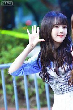Kpop Girl Groups, Korean Girl Groups, Kpop Girls, Kim Ye Won, G Friend, Pin Up Art, South Korean Girls, Youth, Bts