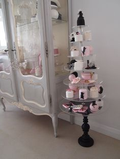 love this idea - cupcake stand (or any desert!)