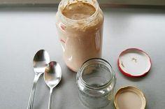 do maleho srubovacieho pohara odoberieme 2PL z vypestovaneho kvasku. mame matersky kvasok. skladujeme ho v chlanicke, kde bez krmenia vydrzi do 7 dni. ostatok vysusime, zmrazime alebo do 7 dni spotrebujeme podla receptov v knihe Kvaskovanie- recepty z kvasku:)