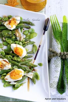 Apron and Sneakers - Cooking & Traveling in Italy: Spring Green Vegetable Salad With Pecorino & Eggs Wine Recipes, Salad Recipes, Healthy Recipes, Greens Recipe, Vegetable Salad, Spring Green, Soup And Salad, I Love Food, Healthy Eating