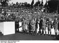 """Nürnberg.- Reichsparteitag der NSDAP, """"Reichsparteitag der Freiheit"""".- Grundsteinlegung für Kongresshalle, Reichshandwerksmeister Schmidt auf Rednerpult, daneben u.a. Rudolf Heß, Adolf Hitler, Julius Streicher, 10.-16. September 1935"""