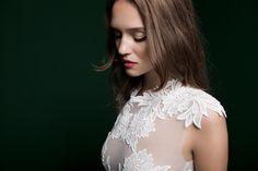 A Daalarna Paradise kollekció fotózásának szépségtitkai Got Married, Getting Married, Tropical Flowers, Bridal Dresses, Wedding Inspiration, Couture, Ruffle Blouse, Lace, Paradise